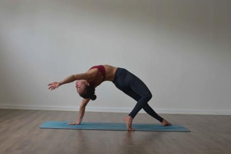 Camatkarasana yoga uppsala