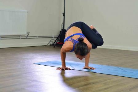 Parsva bakasana Lizette pompa yoga Uppsala