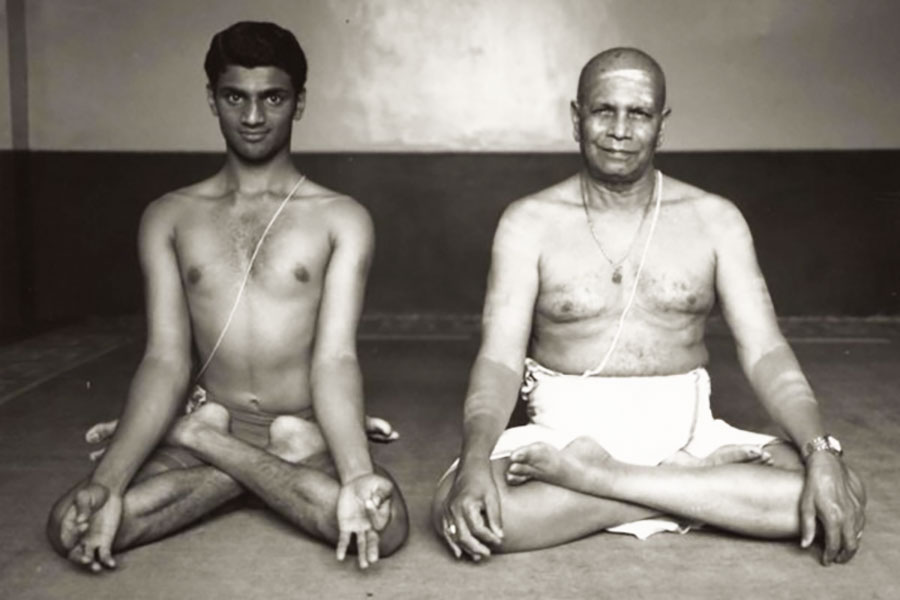 guruji-sharath Black and white padmasana